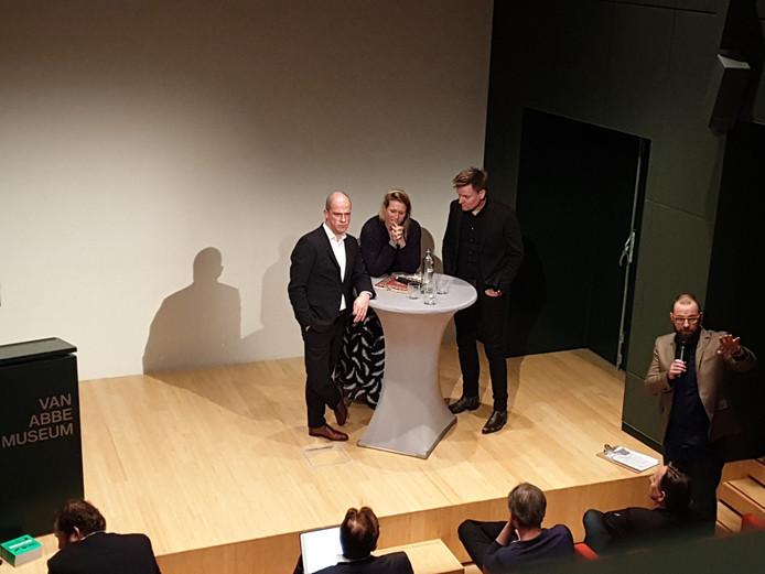 Debat in het Eindhovense Van Abbe over het gebruik van waterstof als energiebron.