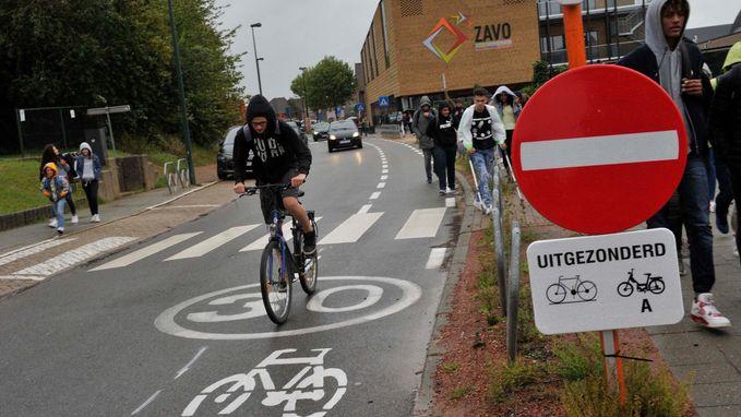 Proefproject veiliger verkeer rond scholen van start