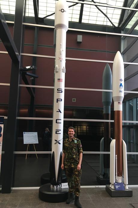 Thomas springt uit vliegtuigen en leert Russisch, alles om astronaut te worden