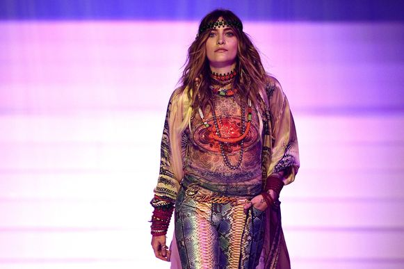 Paris Jackson, de dochter van Michael Jackson, maakte haar debuut tijdens de show van Gaultier.