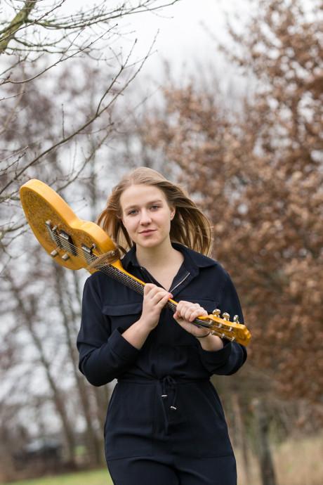Singer-songwriter Marise uit Baak naar landelijke finale Kunstbende