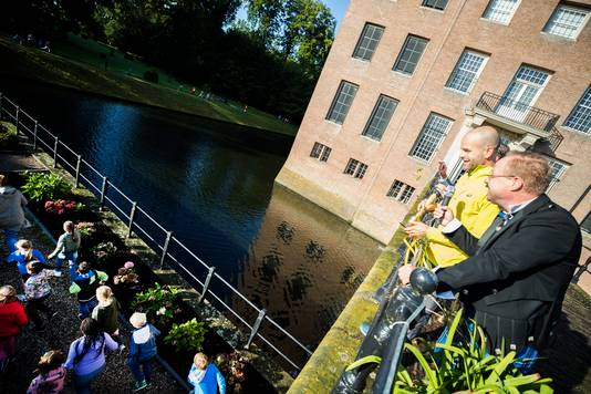 Erben Wennemars, ambassadeur van The Daily Mile, opent op Kasteel Amerongen voor alle basisschoolleerlingen in Amerongen The daily Mile.
