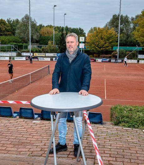 Tennisbaan ziet spelers toestromen: 'Voetballen mogen ze niet'