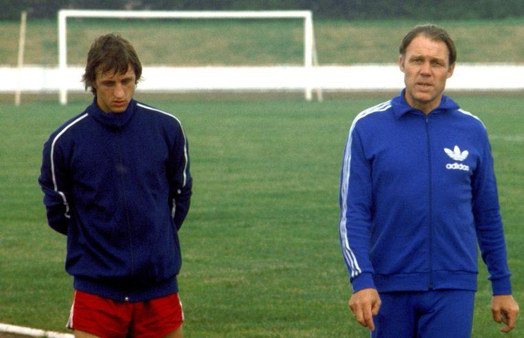 Johan Cruyff en trainer Rinus Michels bij Barcelona 1975 Beeld anp