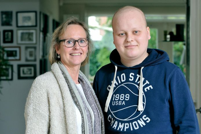 Oscar met zijn moeder Marie-José Westbroek in 2015.