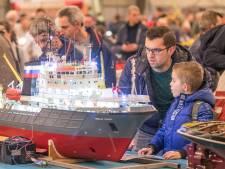 Leuk, die Lego, maar ook de treintjes, tanks en boten fascineren op de Modelbouwshow in Goes