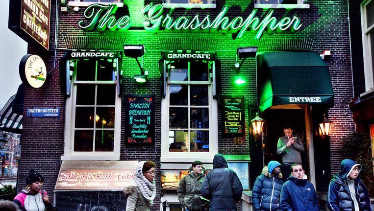 The Grasshopper in de Oudebrugsteeg, mag geen softdrugs meer verkopen. Dit heeft mede te maken met het 1012-beleid. Beeld Jean-Pierre Jans www.jeanpierrejans.nl