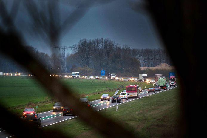 De Maas en Waalweg tijdens de spits.