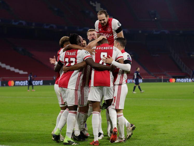 Ajax verslaat Midtjylland na eerste helft met gemiste kansen