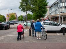 Jongeren scheuren rondom winkelcentrum Goverwelle: 'Het is wachten op een fataal ongeluk'