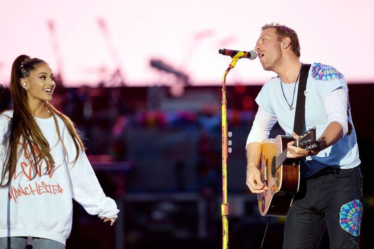 Ariana Grande en Chris Martin tijdens het One Love benefietconcert. Beeld AFP
