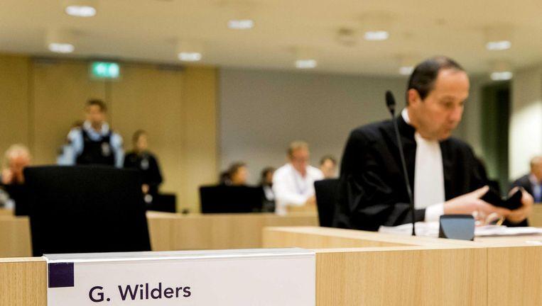 Advocaat Gert Jan Knoops in de rechtszaal van de rechtbank op Schiphol voor de zaak Wilders. Beeld null