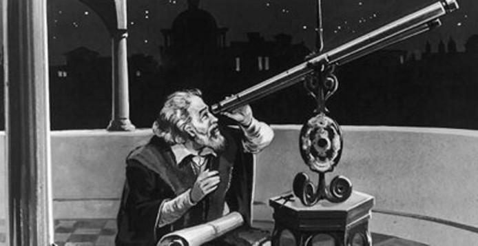 Astronoom kijkt door telescoop