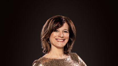 """Birgit Van Mol (50) presenteert voor de 16de keer de Gouden Schoen: """"Nog even kijken welke jurk ik aantrek"""""""