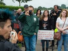Actiegroep houdt wake voor verbrande varkens in Agelo