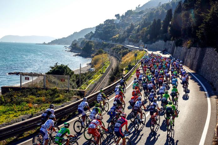 Het peloton op weg in La Primavera.