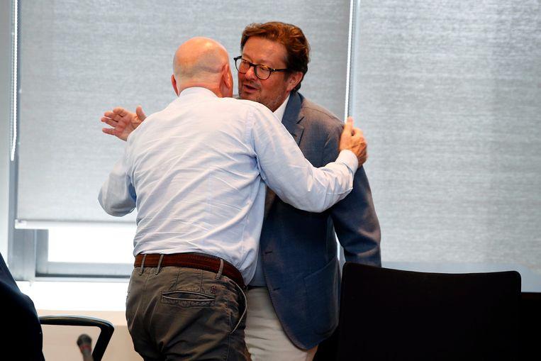 Coucke en Luciano D'Onofrio begroeten elkaar innig.