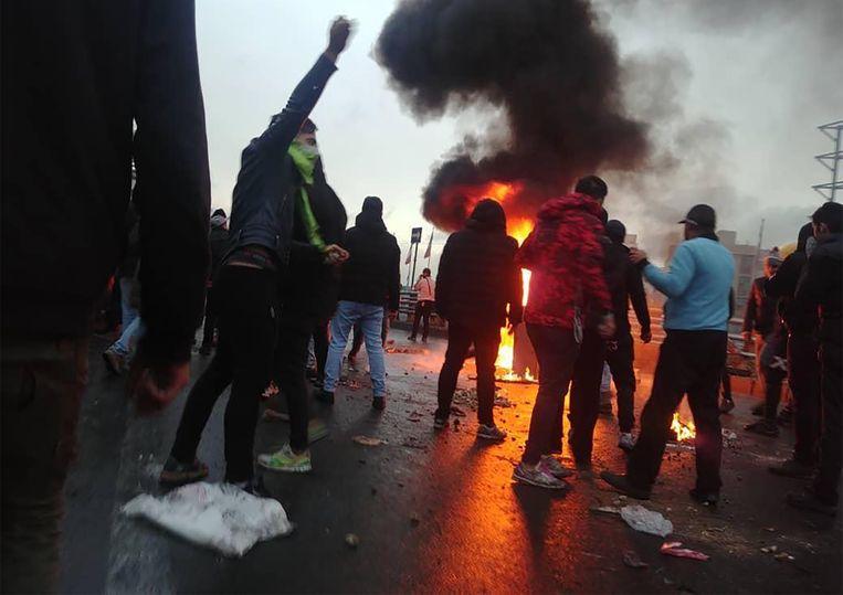 In Iran braken protesten uit nadat de brandstofprijzen werden verhoogd. Beeld AFP