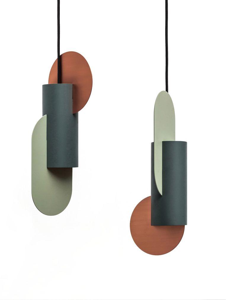 Lamp 'Suprematic' ontleent zijn uiterlijk aan het figuratieve werk van kunstenaar Kazimir Malevitsj, € 460.  noom-home.com Beeld .