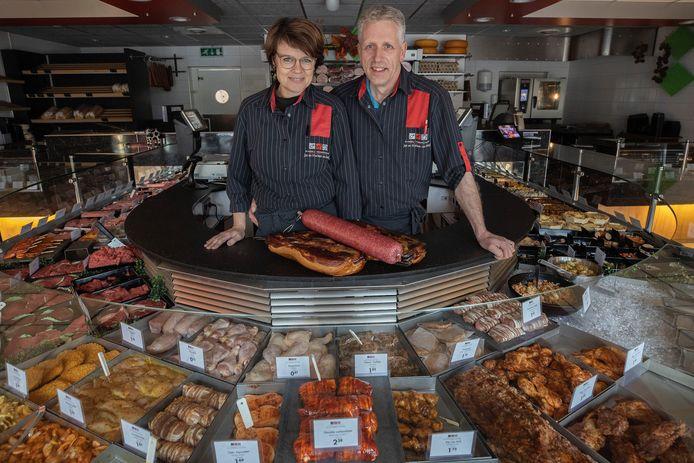 Slager Jan van Meijl en zijn vrouw Marleen stoppen na bijna dertig jaar met hun slagerij.