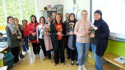 Ouders zetten leerkrachten letterlijk in de bloemetjes