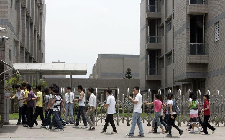 Chinese fabrieksarbeiders in het industriële district in Foshan Beeld anp