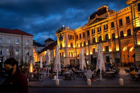 Een twintigtal openbare ruimtes in Vilnius zijn ingenomen door cafétafeltjes.