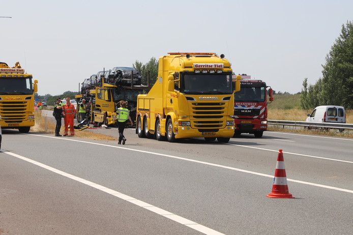 Op de A15 in de richting van Nijmegen, ter hoogte van Echteld, vond woensdagmiddag een ongeval plaats met vrachtwagens.