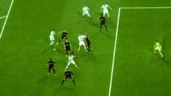 Vertonghen krijgt het aan de stok met Ronaldo en gaat neer na slag(je) van 'CR7'