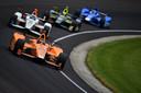 Fernando Alonso aan de leiding in de Indy500