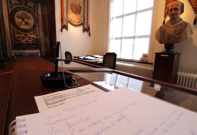 In het Zouaven Museum ligt het gastenboek klaar.
