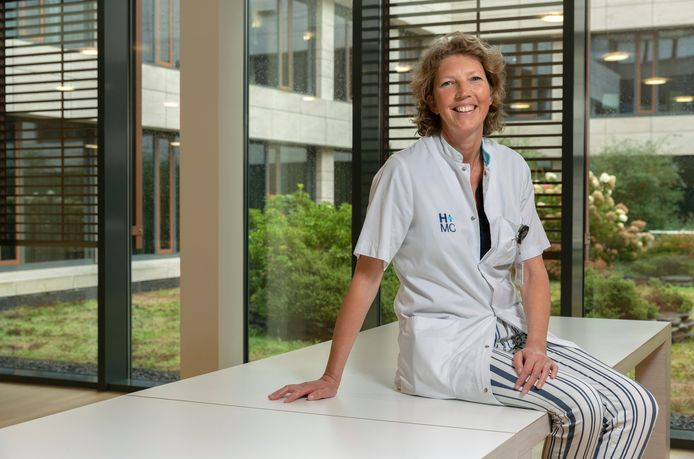 Corine Nierop, verpleegkundig specialist interne oncologie bij HMC promoveert vandaag op haar proefschrift over de kracht van hoop en positief denken bij mensen met kanker.