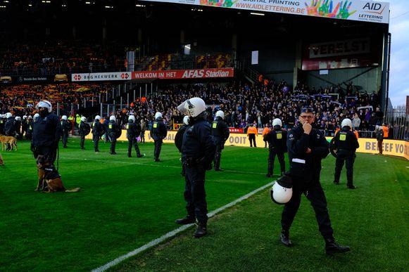 De politie nam na de match post tussen de KV-fans en bezoekers