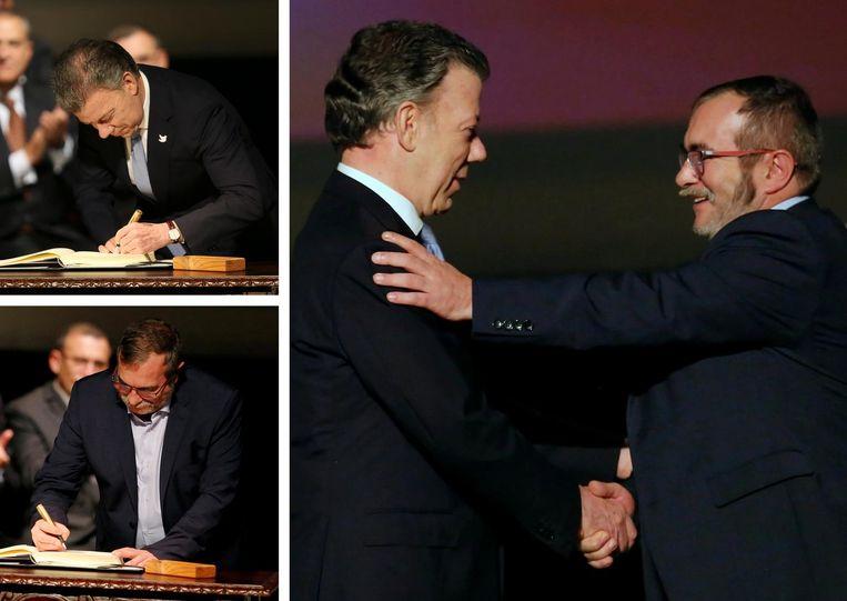 De ondertekening van het verdrag door de Colombiaanse President Juan Manuel Santos (linksboven) en FARC-leider Timoleon Jimenez. Beeld Henk Brandsma