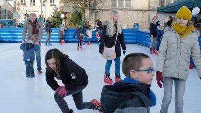Kinderen maken succes van eerste schaatspiste