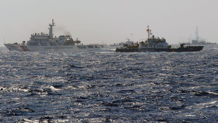 Op 14 mei werd een ander Vietnamees schip door Chinese schepen omcirkeld nadat het te dicht bij het boorplatform kwam.