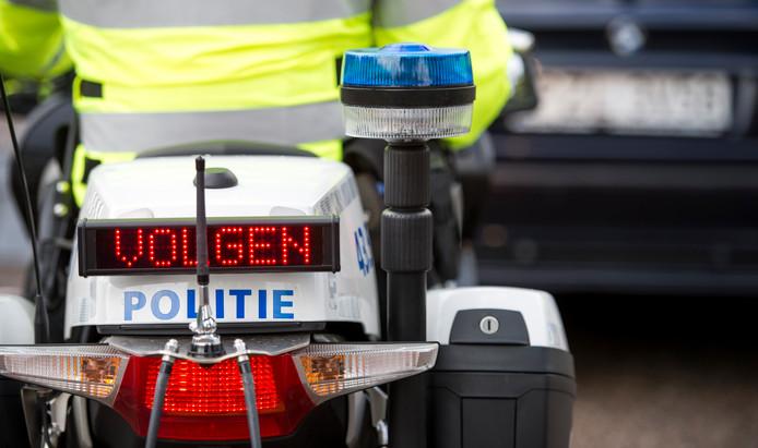 2014-09-24 15:31:18 LEIDEN - Een politieagent op een motor tijdens en grote controle actie. ANP LEX VAN LIESHOUT