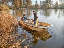 Reddingsoperatie voor vissen Hamelspoel in Herpen