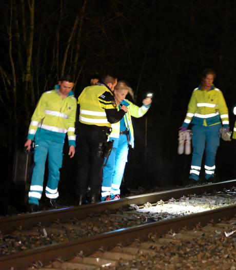 Dode bij aanrijding tussen passagierstrein met auto op bewaakte overgang Kerkweg Schiedam