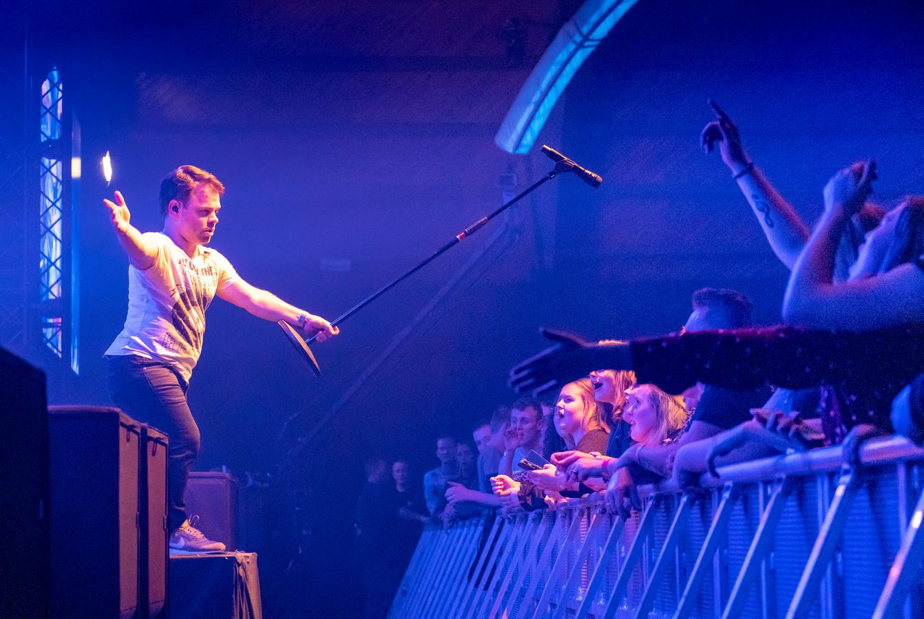 Roel van Velzen was één van de trekkers die in januari van dit jaar op de bühne stond bij Aemstie Alive