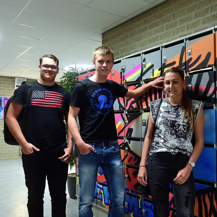 Joey Claassens, Denzel van Dijck en Fabiënne Valentijn zijn net klaar met hun examen wiskunde.