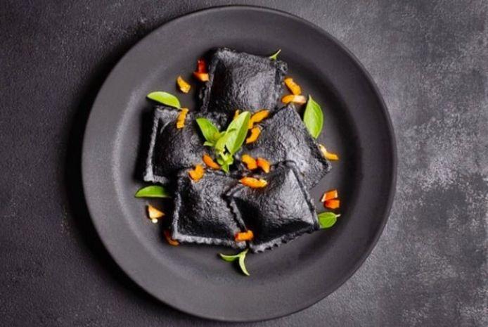 Vorig weekend stond er zwarte ravioli met ricotta en zalm op het menu tijdens de online workshop van Mamma Licia. De workshops gaan nu via het platform PupediPasta verder.