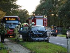 Auto botst op lijnbus tussen Oldenzaal en Denekamp: 1 gewonde