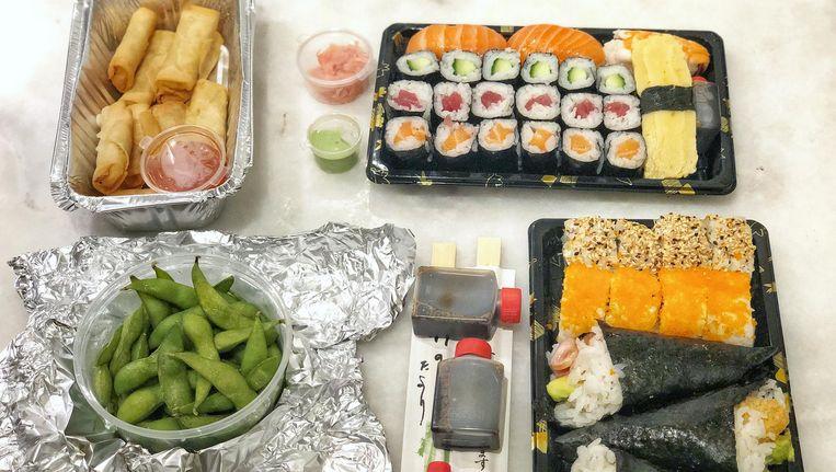 De bestelling bij Fresh2Go Sushi Beeld Monique van Loon