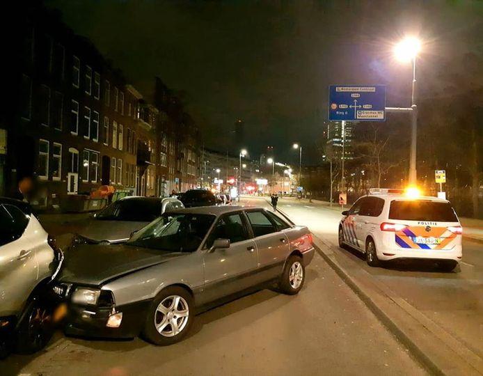 De bestuurder heeft vijf geparkeerde auto's aangereden.