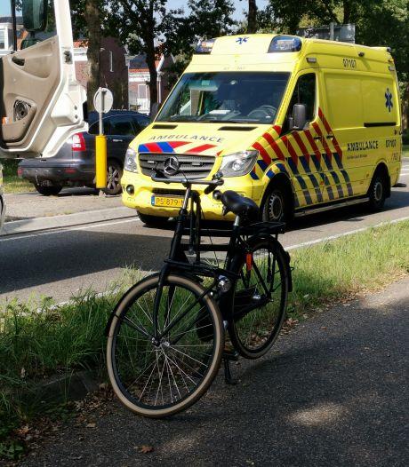 Fietser raakt gewond bij botsing met vrachtwagen in Ede