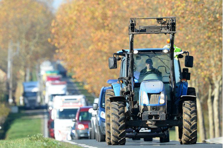 Een tractor - niet deze op de foto - vatte vrijdag kort na de middag vuur op de Trappistenweg in Abele.