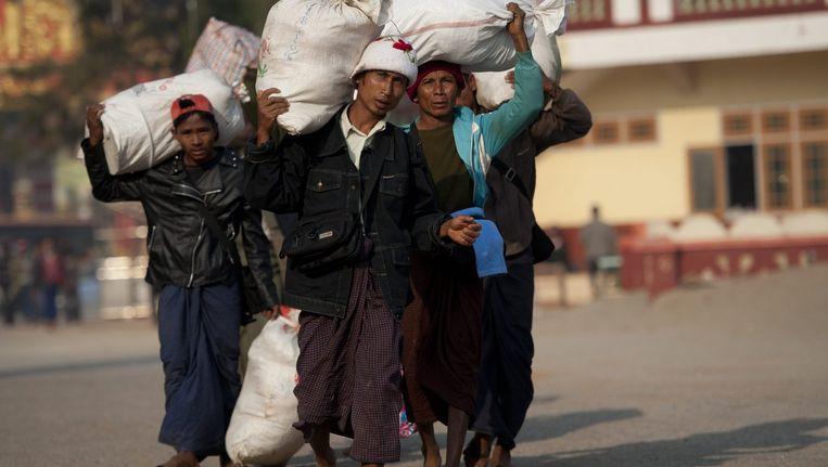 Meer dan 30.000 mensen uit Myanmar zijn op de vlucht geslagen.