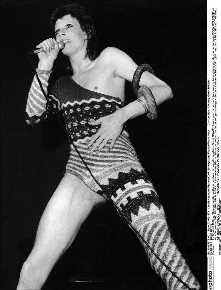 Bowie in 1973 tijdens een optreden in Londen. Beeld photo_news