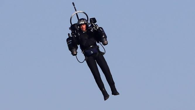 Piloten zien man met jetpack op 2.000 meter hoogte boven Los Angeles